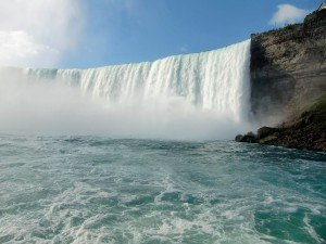The majestic Canadian Falls roar and churn up clouds of mist.