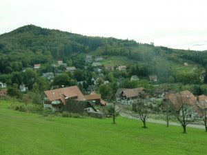 On the way to Baden-Baden we pass through green hills, picturesque villages and the edge of the Black Forest.