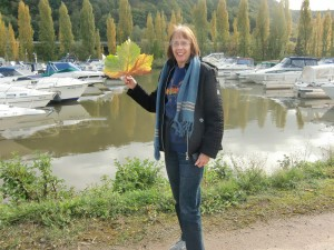 In the afternoon we take a leisurely stroll along the Mosel River.  Dolores finds a giant sycamore leaf larger than her face.