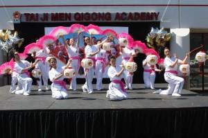 Tai Ji Men lantern and fan dancers beam and radiate happy energies to the audience.