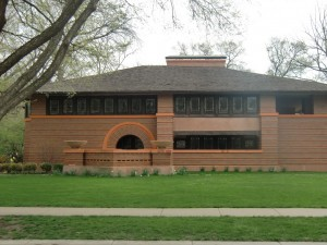 One of the other mansions in Oak Park done in Wright's Prairie Style can be seen.