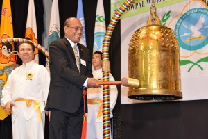 H.E. Taneti Mamau, President of Kiribati, made the wish when ringing the Bell of World Peace and Love: Let the world peace and love be equally shared by all.