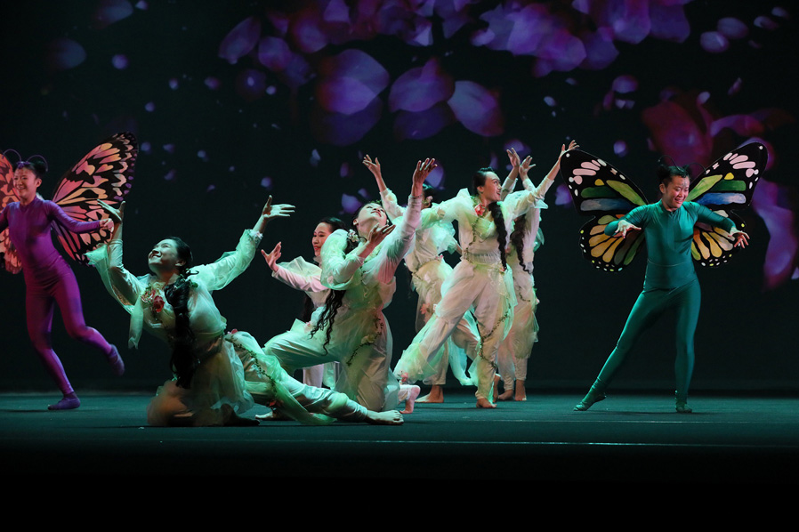 The play is presented by over 400 Tai Ji Men members, ranging in age between 9 and 66, under the guidance of their grandmaster Dr. Hong, Tao-Tze. One of the scenes depicts spring, when flowers blossom and everything is full of vitality.